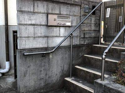 屋外階段に手すりを取付
